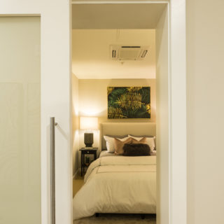 Spectacular model bedroom with carpeted flooring and neutral-tone theme in Old City rentals